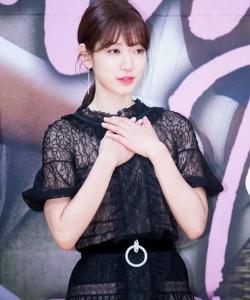 韓國性感女神樸信惠黑色透視裝俏皮可愛