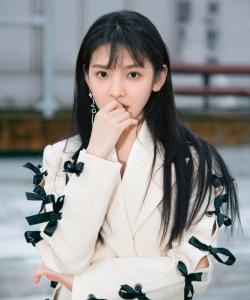 章若楠甜美俏皮寫真圖片