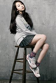 韩国女歌手安昭熙活泼动人组图
