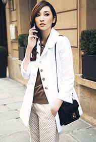 吴佩慈白色西装清新简约街拍照