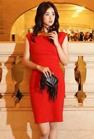 蒋欣异国时尚街拍 东方韵味尽现女王范