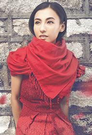 辣妈张柏芝一缕红裙尽显妩媚风情