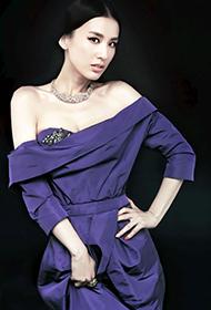 黄圣依大秀香肩散发女人味图片