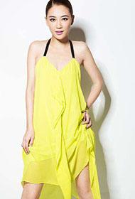 应采儿亮黄色美裙大展时尚优雅写真