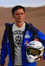 李晨沙漠摩托賽車酷帥形象寫真