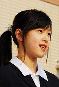 奶茶妹妹章泽天活动展现甜美笑容