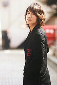 台湾型男言承旭写真 时尚街拍尽展潮流魅力