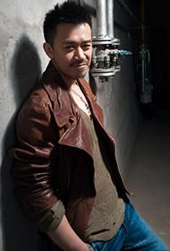 中国影视男演员王学兵散发成熟沉稳气质