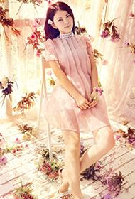 女主持人李湘夏日繁花清新可人写真
