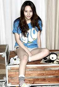 韩国女演员郑秀晶演绎街头时尚写真