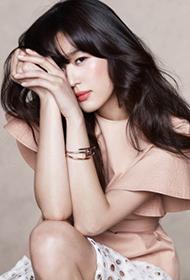 韩国女演员全智贤展现性感魅力