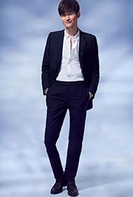 张翰身着帅气西装 登杂志大秀长腿