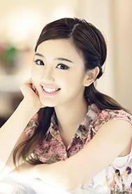 陈翔女朋友毛晓彤甜美写真 灿烂笑容清澈明亮