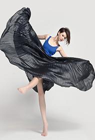女明星戚薇变身芭蕾公主翩翩起舞写真