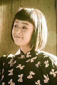 蒋欣饰农妇造型甜美笑容自拍
