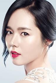韩国女演员韩佳人白皙皮肤迷人靓照
