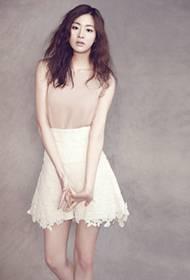 韩国女演员姜素拉尽显优雅女神风范写真