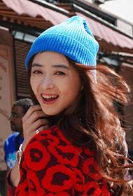 蒋欣纽约时尚街拍 甜美笑容俏皮可爱