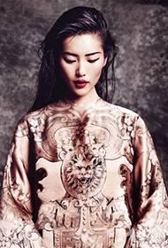 中国名模刘雯霸气登上时尚杂志封面