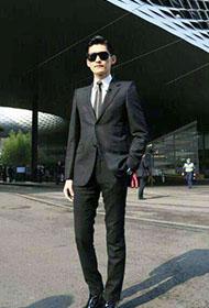 霸气总裁张翰黑色西装演绎型男