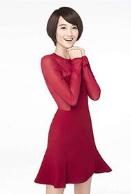 美女主持人朱丹红裙喜气洋洋贺岁写真