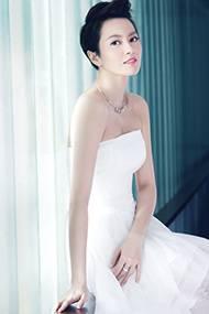 香港女星梁詠琪性感迷人時尚婚紗照