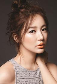 尹恩惠清新妆容彰显邻家女孩气质