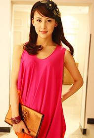 賈青時尚甜美寫真彰顯女王氣質