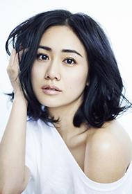 女星劉蕓純白裝扮似鄰家女孩