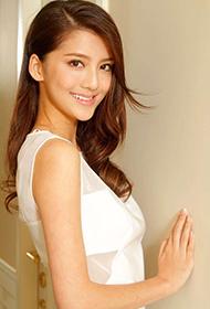 吴千语蕾丝连衣裙大展性感完美身材