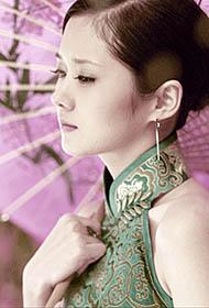 韩国女平安彩票导航网张娜拉花伞旗袍复古写真