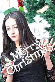 90后女星迪丽热巴圣诞节妖娆写真