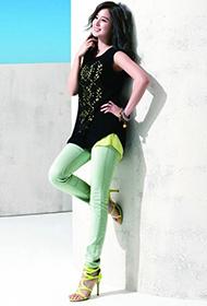 韩国女演员金泰熙散发优雅时尚气质