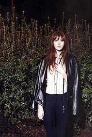 韩星金荷娜夜间丛林写真照