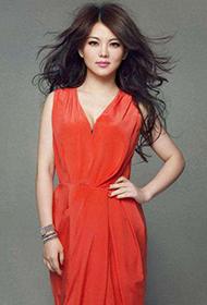 女主播李湘时尚造型彰显优雅干练