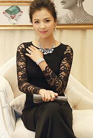 刘涛黑色修身长裙高贵出席活动