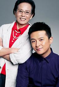 朱雨辰与母亲传递母子温馨
