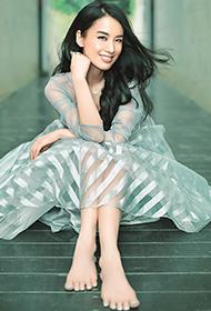 黄圣依透纱裙美丽动人写真