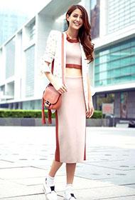 江语晨初春时尚搭配 优雅笑容街拍迷人
