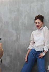 香港女演员应采儿绽放灿烂笑容迷人写真