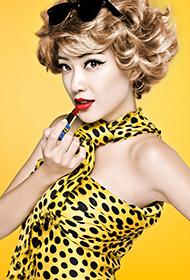 香港女演员应采儿展现自信女人魅力