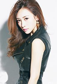 大陆女演员柳岩皮裙裹身冷艳写真