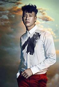 台湾男明星何润东彰显优雅男士风范