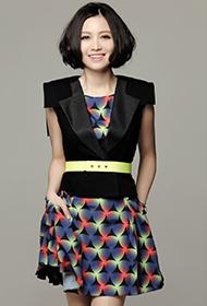 中国流行女歌手姚贝娜优雅知性写真