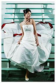 于娜白色个性婚纱大片展优雅身姿