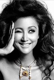 内地女演员张歆艺散发野性美黑白写真