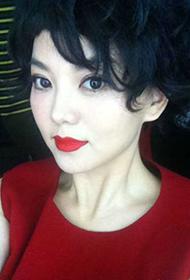 女主持人李湘尽显成熟御姐范生活照
