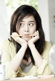 韩国女明星金泰熙散发清新甜美气质