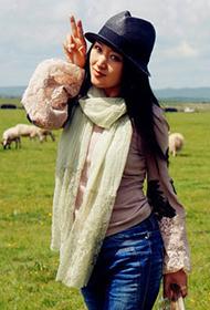女明星杨钰莹帅气骑马感受大自然组图