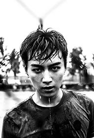陈晓挥汗如雨洋溢青春年华写真大片